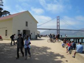 Warming Hut and Golden Gate Bridge