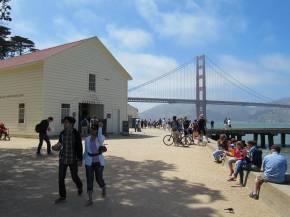 Warming Hut and Golden Gate Bridge